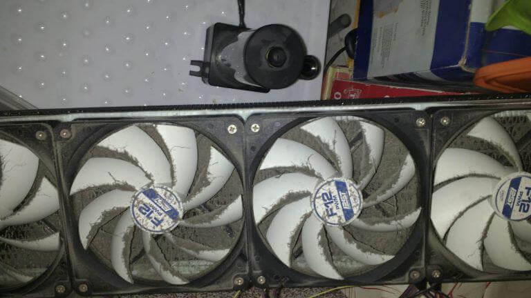 kurz powoduje brak przepływu powietrza przez chłodnicę